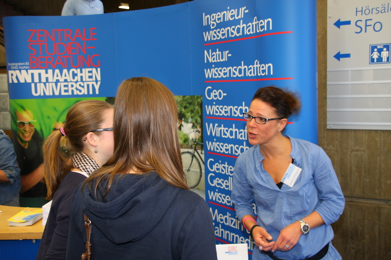 Academic advising at the RWTH Aachen advising days