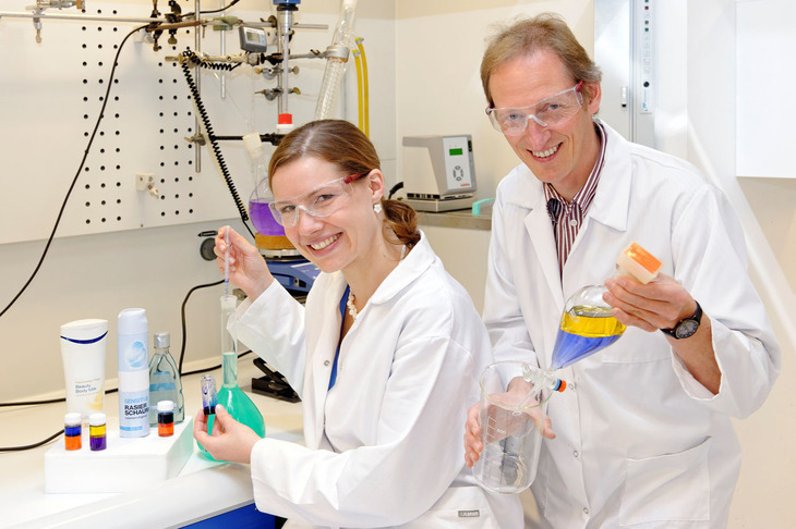 In an RWTH Aachen lab, Prof. Walter Richtering and doctoral candidate Susanne Wiese