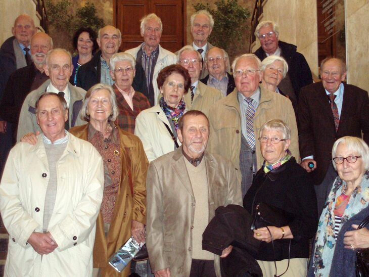 Group photo of the jubiliarians 60 years after enrolling at RWTH