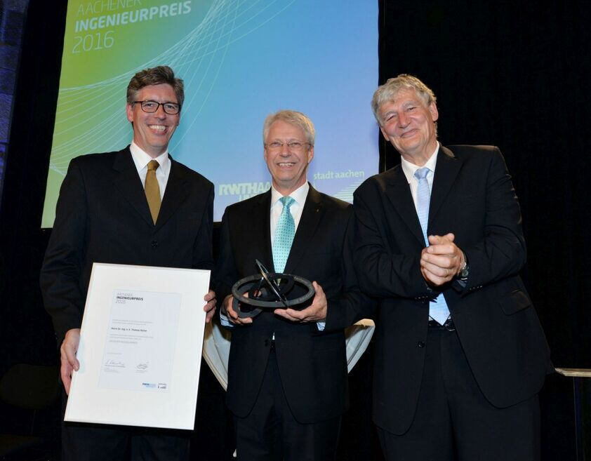Thomas Reiter is presented with the Aachen Engineering Award