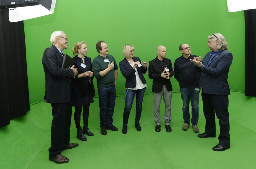 Gruppe vor Greenscreen