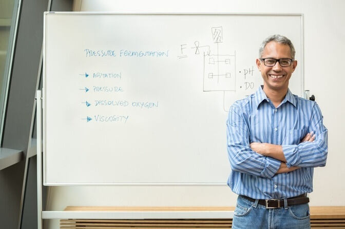 Professor Lima in front of a whiteboard