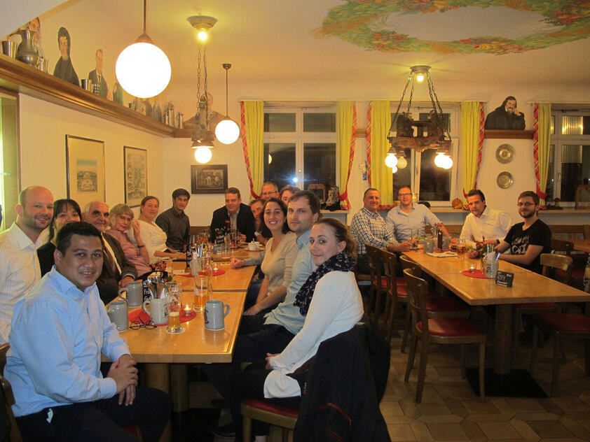 Group of RWTH alumni at a restaurant