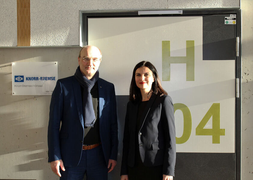 Rector Ulrich Rüdiger and Berna Tulga-Akcan standing in front of the Knorr-Bremse Lecture Hall